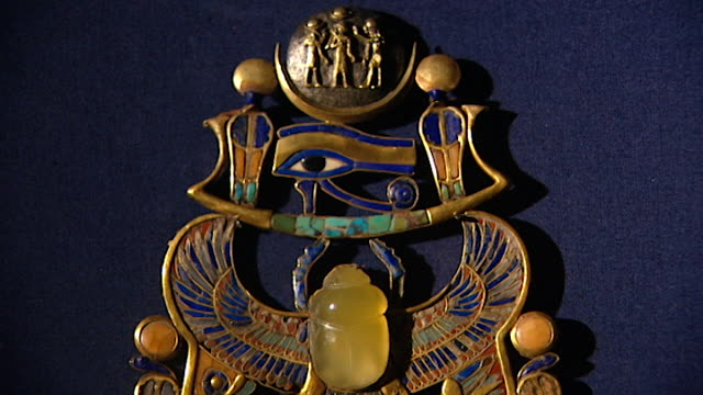 museum of cairo. view of jewelry found in the tomb of tutankhamun, displayed in the museum. - metal stock videos & royalty-free footage