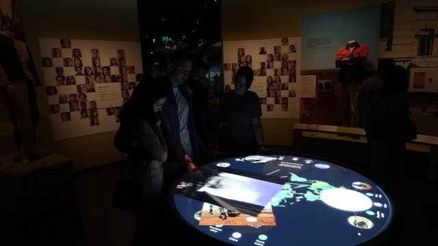 vídeos y material grabado en eventos de stock de museum visitors enjoy the interactive displays during the official opening of the wa museum boola bardip on november 21, 2020 in perth, australia.... - interactividad