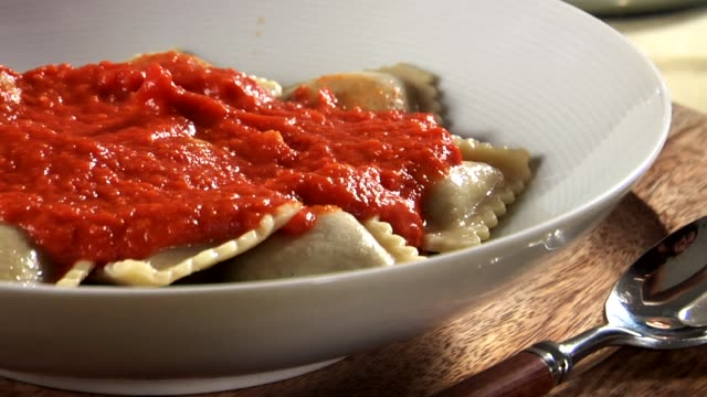vídeos y material grabado en eventos de stock de mushroom ravioli with tomato sauce and basil - sauce