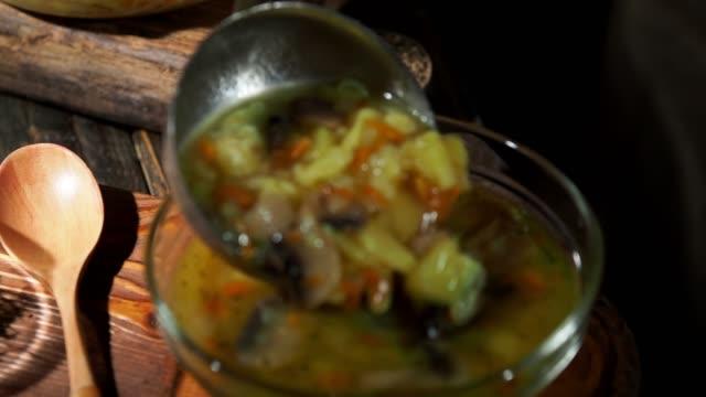 きのこのスープ - お玉点の映像素材/bロール