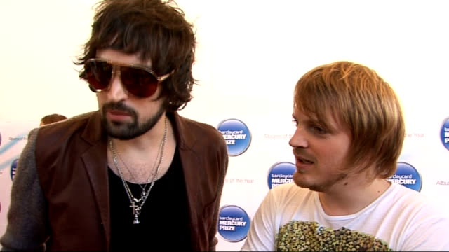 mercury prize: kasabian interview; england: london: ext ** flash photography ** tom meighan and ian matthews of kasabian speaking to press sergio... - mercury music prize stock-videos und b-roll-filmmaterial