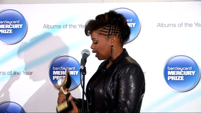 mercury prize: speech debelle interview and press conference; england: london: int speech debelle along to podium with trophy then saying 'evening'... - mercury music prize stock-videos und b-roll-filmmaterial