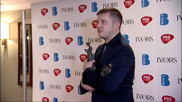 ivor novello awards: interviews with nominees and winners; plan b posing for photocall with three awards plan b interviewed by london tonight sot -... - notfallplan konzepte stock-videos und b-roll-filmmaterial
