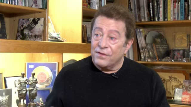 40th anniversary of concept album 'the war of the worlds' 'the war of the worlds' book on shelf books on shelf jeff wayne interview sot - アルバムのタイトル点の映像素材/bロール