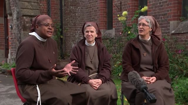 ancient order of 13th century nuns turn their hands to music; england: arundel: ext sisters clare ruva, graca and gabriel set-up shots sister gabriel... - nun stock videos & royalty-free footage