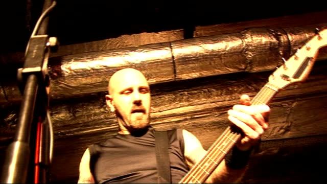 vidéos et rushes de anvil performing and interview england london lights*** metal band 'anvil' performing on stage sot - en métal