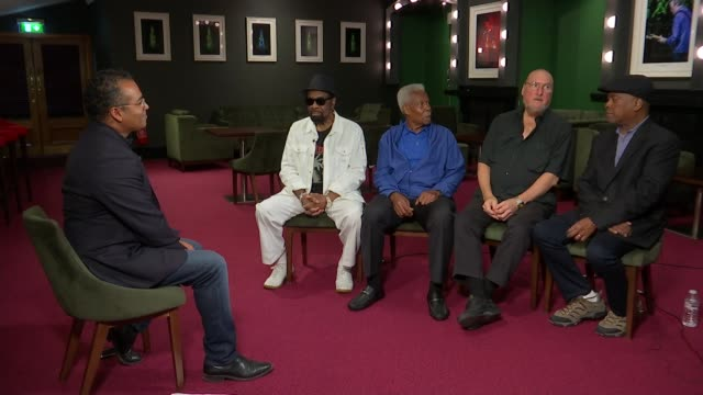 stockvideo's en b-roll-footage met artists from the stax record label perform 50 years after iconic tour england london royal albert hall int steve cropper interview sot - popmuziek tournee