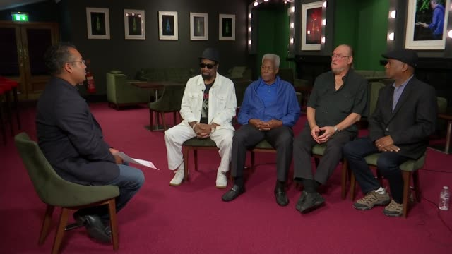 stockvideo's en b-roll-footage met artists from the stax record label perform 50 years after iconic tour reporter talking to willie bell eddie floyd and booker t jones - popmuziek tournee