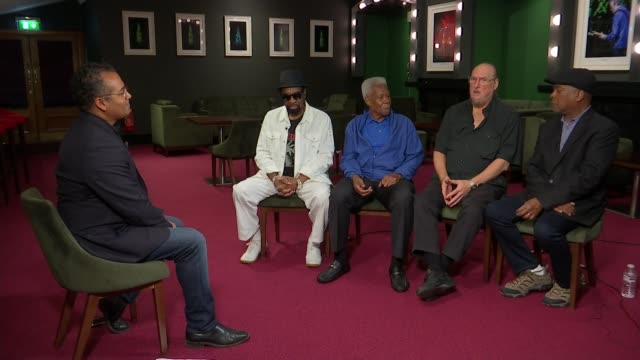 stockvideo's en b-roll-footage met artists from the stax record label perform 50 years after iconic tour cropper interview continues sot cropper sat with bell floyd and jones - popmuziek tournee