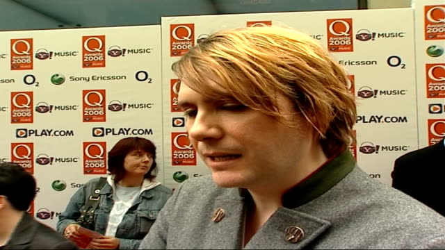 red carpet arrivals; nicky wire interview sot - q music awards is cool version of the brits / talks about future releases - manic street preachers stock videos & royalty-free footage