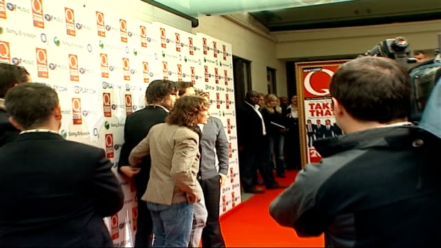 red carpet arrivals side view of smokey robinson speaking to press members of take that posing for press / smokey robinson interview sot honoured to... - smokey robinson stock-videos und b-roll-filmmaterial