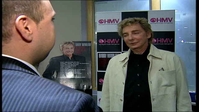vídeos de stock, filmes e b-roll de barry manilow album signing at hmv oxford street int manilow interview sot [asked about his fans queuing for days / hours to see him] i'm amazed and... - título de álbum