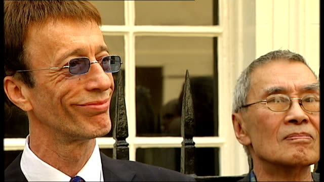 bee gees plaque unveiled in london; england: london: mayfair: brook street: ext * * beware flash photography * * robin gibb listening to host... - nicholas parsons stock videos & royalty-free footage