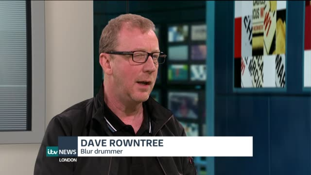 blur's drummer dave rowntree holds auction to raise money for syrian refugees england london gir int dave rowntree live interview sot - シリア難民問題点の映像素材/bロール