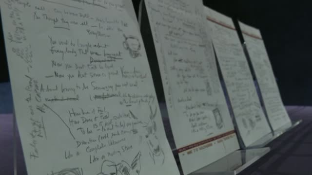 vidéos et rushes de bob dylan wins nobel prize for literature; t01051432 / tx usa: new york: close shots hand written draft of lyrics to bob dylan song 'like a rolling... - littérature