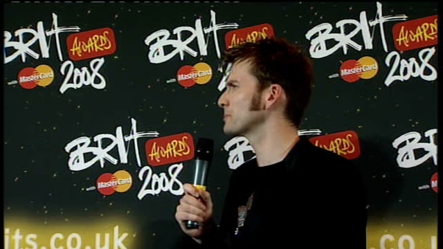 brit awards 2008: interviews with brit award winners; david tennant interview sot - talks about presenting a brit award to kylie minogue for best... - schwarzes hemd stock-videos und b-roll-filmmaterial
