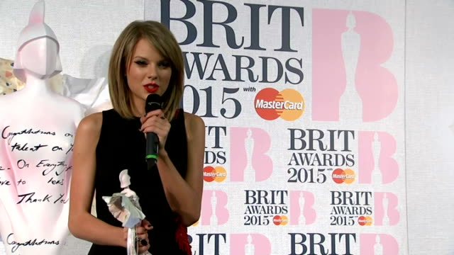 Brit Awards 2015 winners' room ENGLAND London O2 Centre Brit Awards 2015 THROUGHOUT** Taylor Swift winners' room press conference holding Brit...