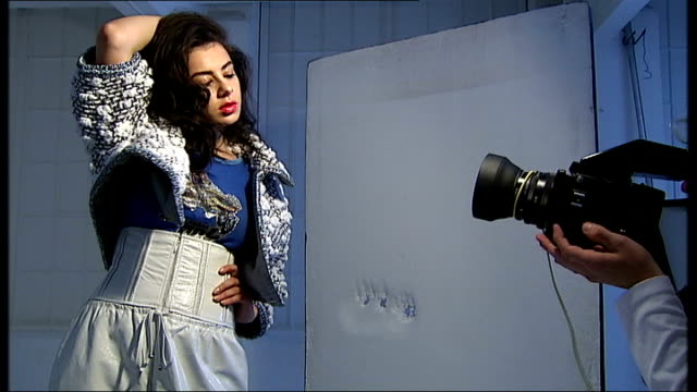 charli xcx england london photography*** reporter to camera pan to charli xcx being photographed on stage various shots charli xcx posing for photo... - charli xcx stock videos & royalty-free footage