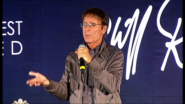 vídeos de stock, filmes e b-roll de cliff richard to record covers album with motown stars england london int sir cliff richard embracing david gest sir cliff richard press conference... - título de álbum