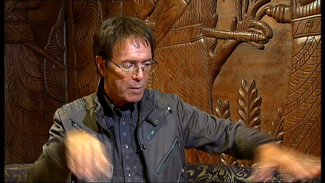 vídeos de stock, filmes e b-roll de cliff richard to record covers album with motown stars richard interview sot - título de álbum