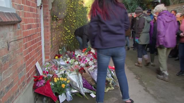 coroner says george michael died of natural causes december 2016 england oxfordshire goringonthames ext fans leaving flowers outside home following... - oxfordshire stock videos & royalty-free footage