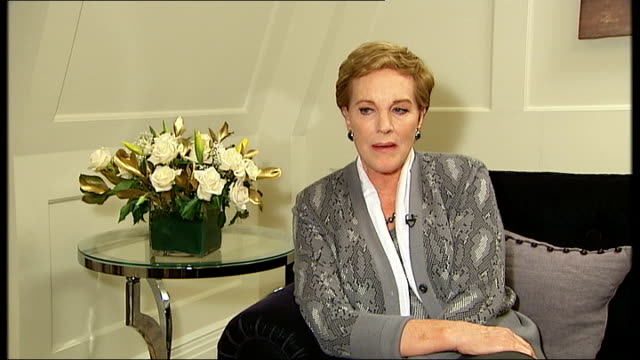 dame julie andrews announces 2010 london concert; dame julie andrews interview sot - following throat surgery i can't sing as i used to - but do have... - sleeve stock videos & royalty-free footage