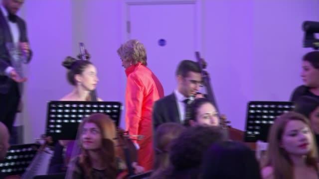 dame kiri te kanawa will no longer perform live; england: london: int various of singer dame kiri te kanawa receiving a gramaphone award for lifetime... - 生涯功労賞点の映像素材/bロール