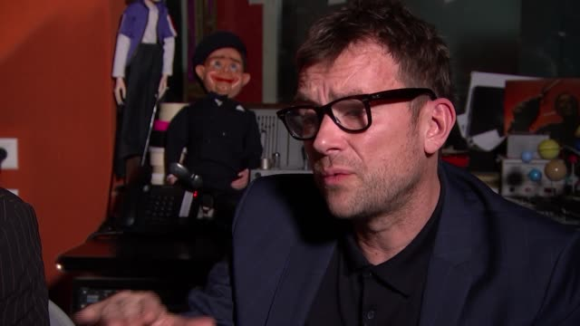 damon albarn supergroup the good the bad and the queen release new album 'merrie land' damon albarn and paul simonon interview england london int... - cd発売点の映像素材/bロール