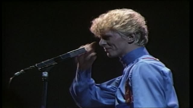 stockvideo's en b-roll-footage met david bowie death musical legacy as300683015 / london hammersmith int **music heard sot** various of david bowie performing on stage - david bowie