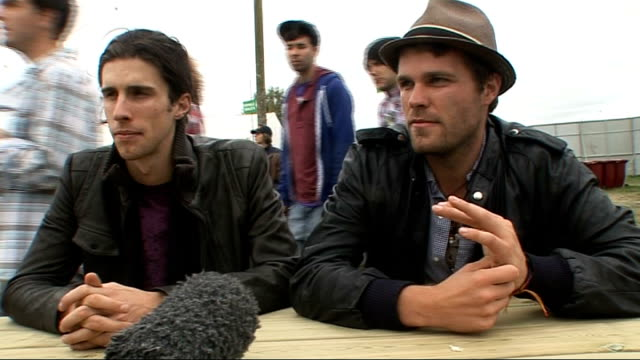 vídeos y material grabado en eventos de stock de day 2 of reading festival 2009: interviews; nathaniel motte and sean foreman interview sot whether they got starstruck by katy perry - on the video... - reading and leeds festivals