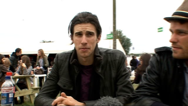 vídeos y material grabado en eventos de stock de day 2 of reading festival 2009: interviews; nathaniel motte and sean foreman interview sot - on their sound - touring with katy perry and what she's... - reading and leeds festivals