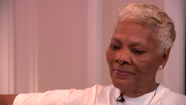 dionne warwick interview re her music and her uk tour; england: int dionne warwick interview sot - ポピュラーミュージックツアー点の映像素材/bロール