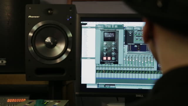 vídeos de stock e filmes b-roll de music engineer works at home office, montage - editorial