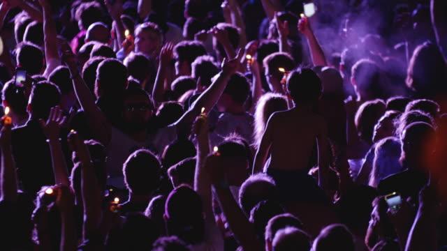 music festival crowd, dancing & cheering people at concert - popmusik konzert stock-videos und b-roll-filmmaterial