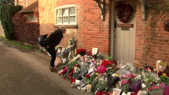 george michael tibutes at goring house england oxfordshire goringonthames ext general views of fans laying floral tributes at doorstep - oxfordshire stock videos & royalty-free footage