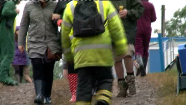 glastonbury music festival starts under damp skies; england: somerset: glastonbury: ext field of tents of festival goers at the glastonbury music... - wet stock videos & royalty-free footage
