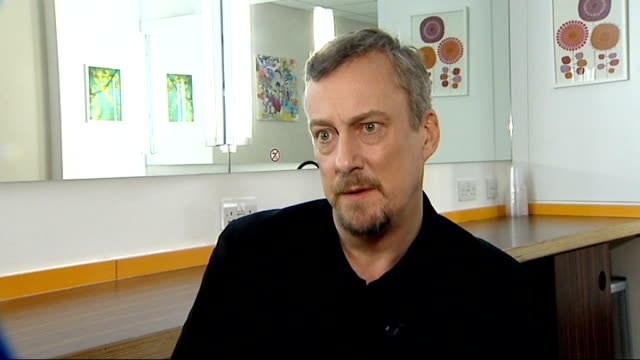 vidéos et rushes de grimethorpe colliery band funding crisis stephen tompkinson set up shots with reporter / interview sot - stephen tompkinson