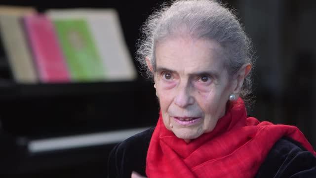vídeos y material grabado en eventos de stock de holocaust memorial day: piano teacher nelly ben-or on her memories of auschwitz; england: int nelly ben-or interview sot - war and conflict