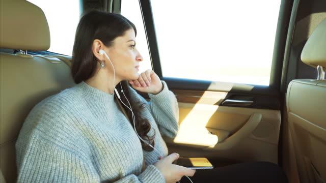 vídeos y material grabado en eventos de stock de música en el coche. - auriculares aparato de información