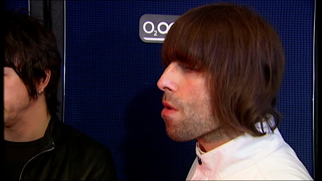 interview liam gallagher's band beady eye england london brixton academy int gallagher and beady eye band members watching channel 4 news report from... - channel 4 news stock videos and b-roll footage