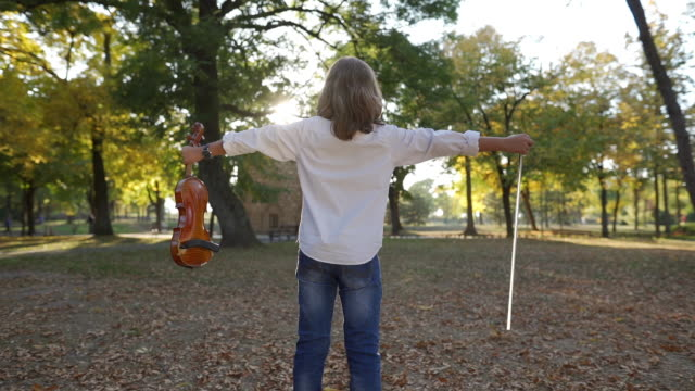 stockvideo's en b-roll-footage met muziek is mijn vrijheid - alleen jongens