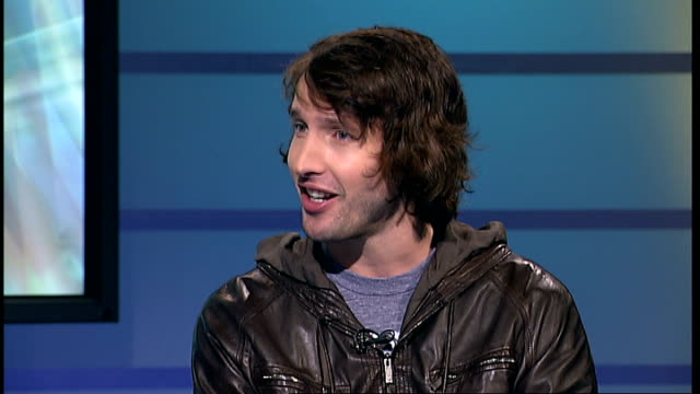 james blunt interview james blunt live studio interview sot on who has worked with in 2008 including pete tong's remix of '1973' and telly monster on... - anno 1973 video stock e b–roll