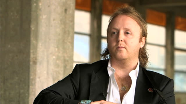 james mccartney releases first album ** mccartney interview overlaid sot** mccartney playing guitar and singing 'angel' **music partly overlaid sot**... - アルバムのタイトル点の映像素材/bロール
