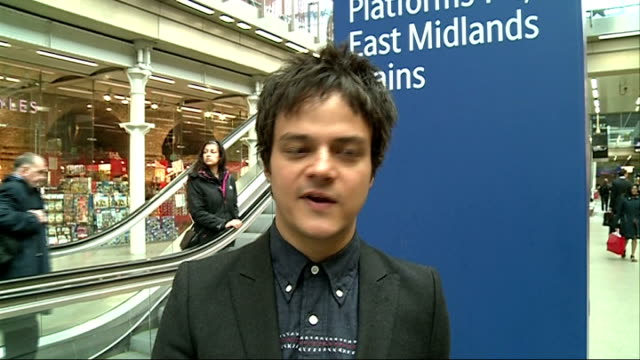 jamie cullum performs live at king's cross st pancras station and interview; jamie cullum interview sot - jamie cullum stock videos & royalty-free footage