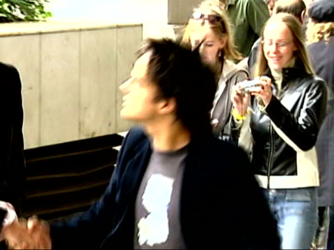 jazz musician mark murphy on tour:; lib footage of jamie cullum arriving at awards ceremony with phono from martha's vineyard, usa sot - i didn't get... - ポピュラーミュージックツアー点の映像素材/bロール