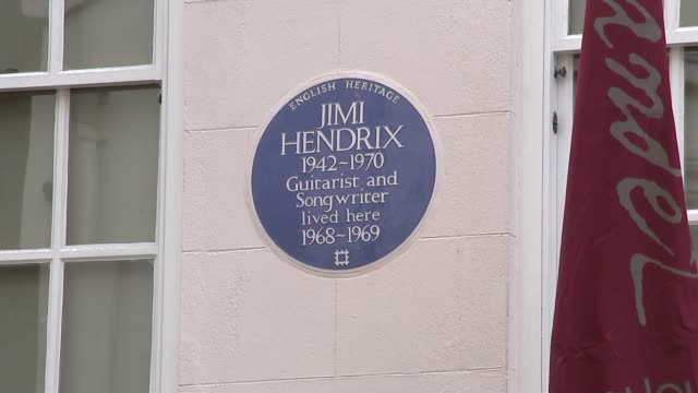 vídeos y material grabado en eventos de stock de jimi hendrix's former london flat to open as museum england london mayfair brook street handel and hendrix in london ext traffic along past buildings... - jimi hendrix