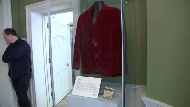 vídeos y material grabado en eventos de stock de jimi hendrix's former london flat to open as museum jacket on display in glass case - jimi hendrix