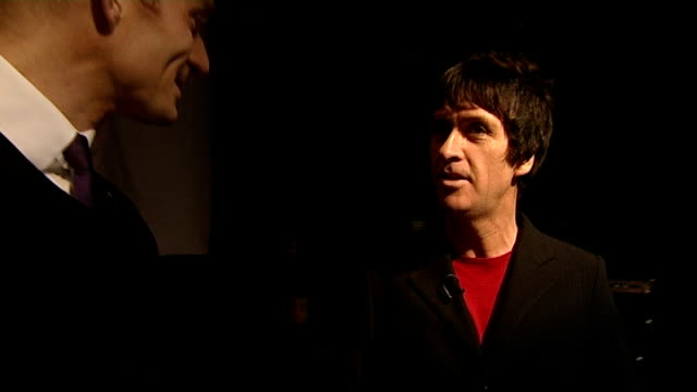 johnny marr to release solo album interview and rehearsal england manchester the ritz nightclub int johnny marr interview with reporter matt cain in... - ジョニー マー点の映像素材/bロール