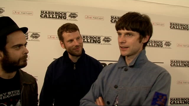 vidéos et rushes de kaiser chiefs interview members of kaiser chiefs nick 'peanut' baines simon rix nick hodgson interview sot talk about whether or not they've got... - turning on or off