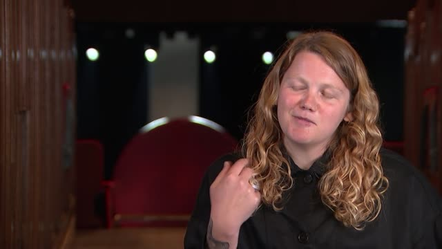 vídeos de stock, filmes e b-roll de kate tempest interview england london int kate tempest interview with reporter sot - cathy newman